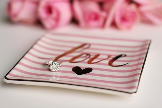 Los solitarios de compromiso son anillos perfectos para proponer matrimonio